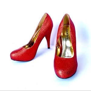 BUMPER RED SHIMMERY PUMPS 7.5